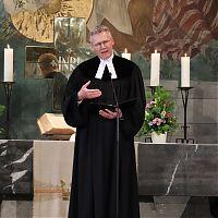 Pfarrer Hoffmann, Bethlehemskirche, bei der Begrüßung