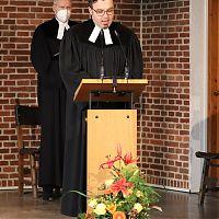 Pfarrer Dr. Knobloch, Epiphaniaskirche, am Ambo